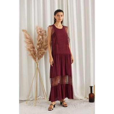 Летнее платье с вставками из кружева